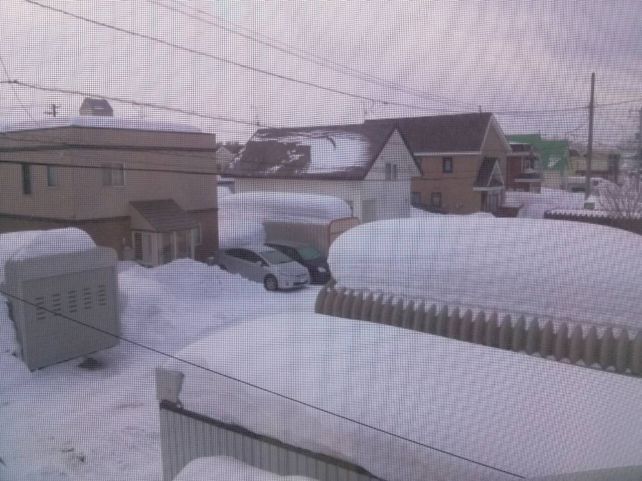 Pemandangan dari jendela kamarku: snow everywhere!