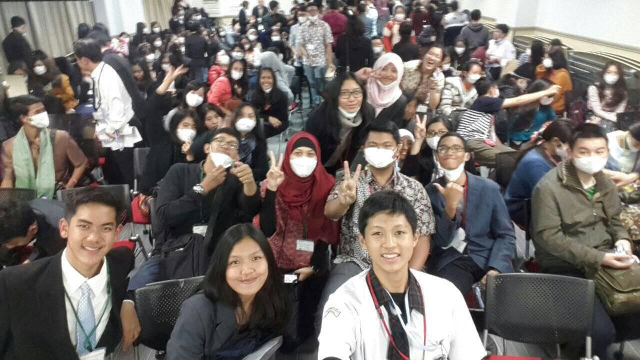 Rombongan Indonesia, siap sedia memakai masker;)