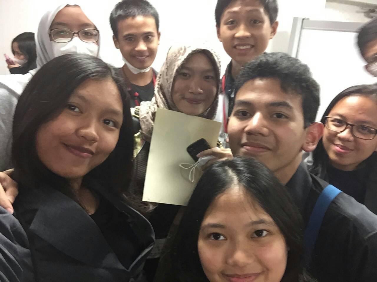 Para peserta Jenesys rombongan Indonesia, selalu menyempatkan selfie bareng