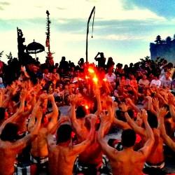 Tari-kecak-Bali-2